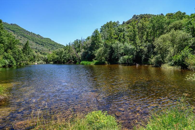 Casa-rural-Comarca-Valdeorras-Playa-fluvial-Ermidas